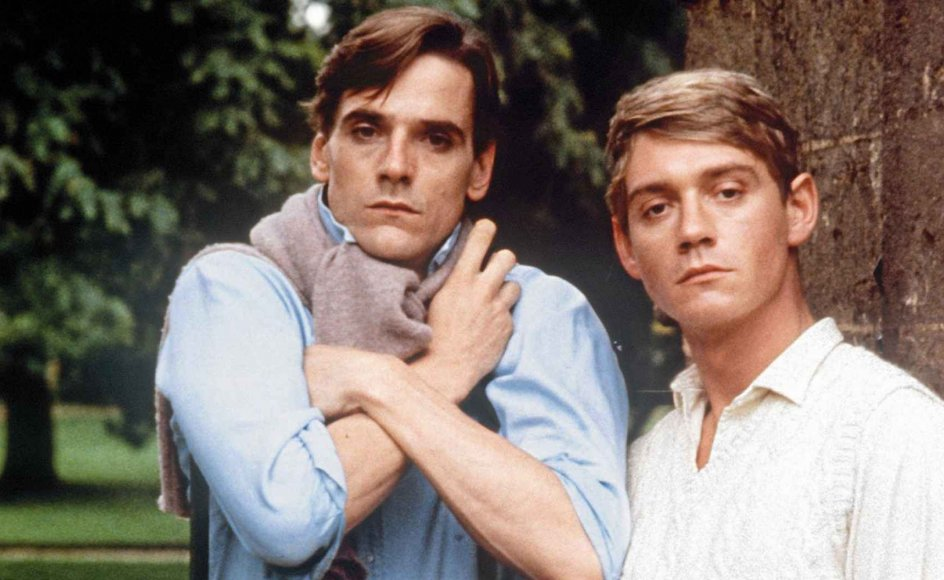 "Tv-selskabet Granadas ""Brideshead""-tv-serie med Jeremy Irons (tv.) i rollen som Charles og Anthony Andrews som Sebastian (th.) skabte sensation for 40 år siden. Nu er en ny tv-serie, der bygger på bogklassikeren, på vej. – Foto: Granada Tv/Album/Ritzau Scanpix."