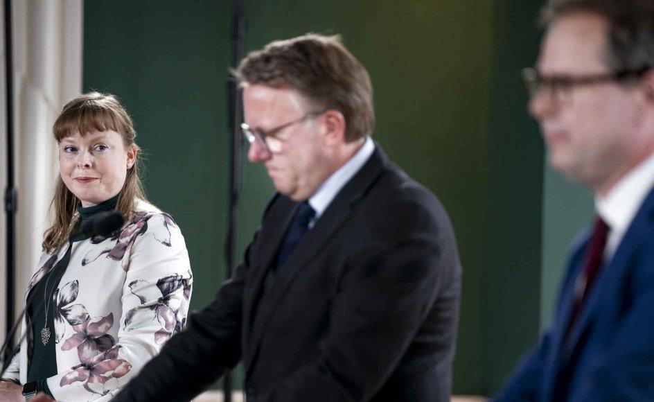Der er endnu ingen aktuelle planer om at skrue endnu mere ned for afstandskravene i kirkerne bekræftede kirkeminister Joy Mogensen på et pressemøde i Finansministeriet torsdag.