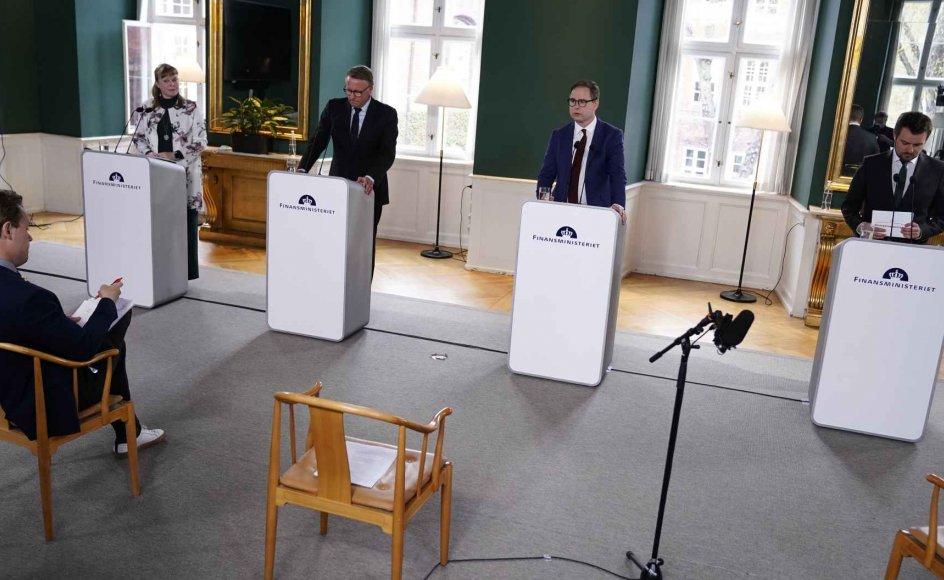 - Vi er lykkedes med at holde smittetallet nede og økonomien oppe, og derfor står Danmark et stærkere sted end landene omkring os, siger finansminister Nicolai Wammen (S) på et pressemøde.