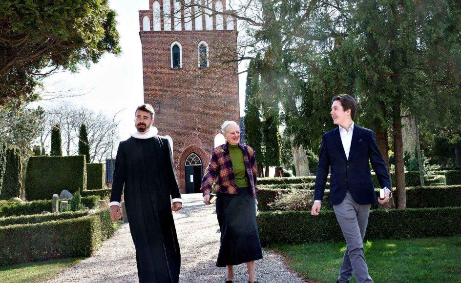 Dronning Margrethe og prins Christian til gudstjeneste i Asminderød Kirke i slutningen af april. Det er en del at prins Christians konfirmationsforberedelse at gå i kirke. (Arkivfoto).
