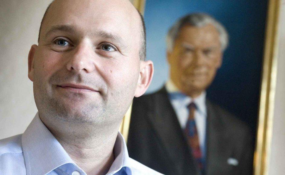 49-årige Søren Pape Poulsen har siden 2014 været formand og politisk leder for Det Konservative Folkeparti. Til daglig bor han i Viborg med sin forlovede Josue Medina Vazquez.