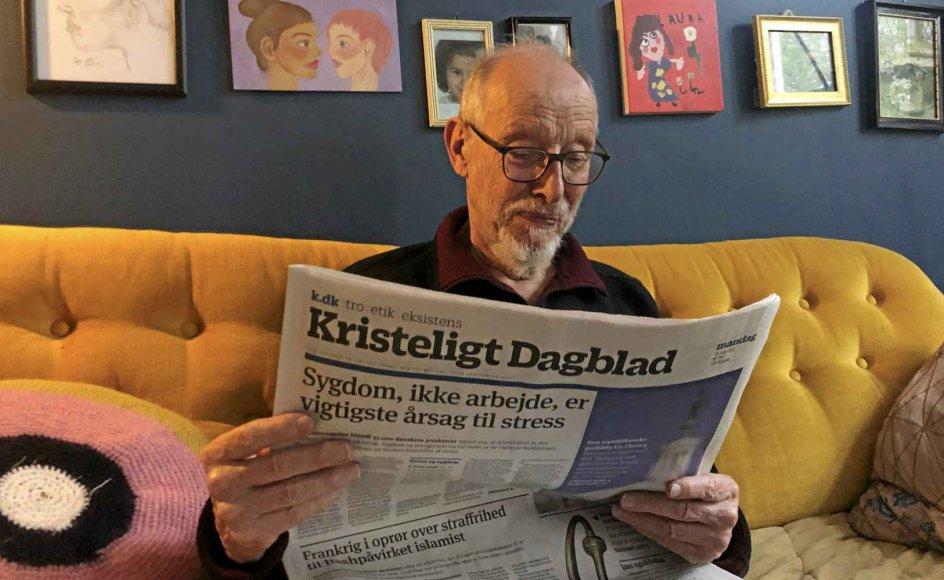 Bjarne Larsen med Kristeligt Dagblad. – Privatfoto.