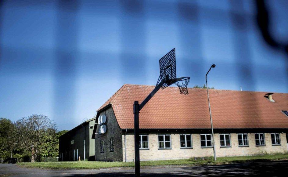 Det nye Udrejsecenter Holmegaard ved Bagenkop på Sydlangeland. Placeringen af centret møder ingen begejstring fra Langelands borgmester, Tonni Hansen (SF), der gerne havde set familier komme til lokalsamfundet, men ikke kriminelle udlændinge. – Foto: Tim Kildeborg Jensen/Ritzau Scanpix.