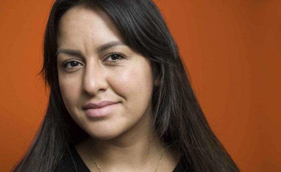 """31-årige Geeti Amiri udgav i 2016 selvbiografien """"Glansbilleder"""" om sin opvækst som flygtning i Indien og siden Danmark, samt om sit opgør med social kontrol i sin egen familie."""