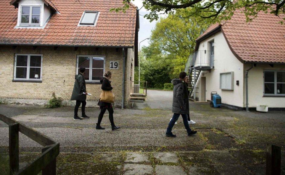 Udlændingestyrelsen besigtiger det tidligere Asylcenter Holmegaard på Langeland fredag den 21. maj 2021. Det tidligere Asylcenter Holmegaard er planlagt til at skulle være nyt udrejsecenter, men det har mødt store protester fra lokalområdet.