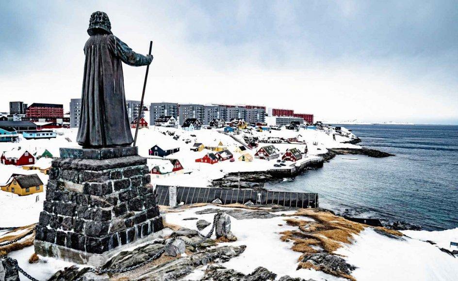 Det seneste år har Hans Egede været genstand for diskussion i det grønlandske samfund. Her Hans Egede-statuen i Nuuk.