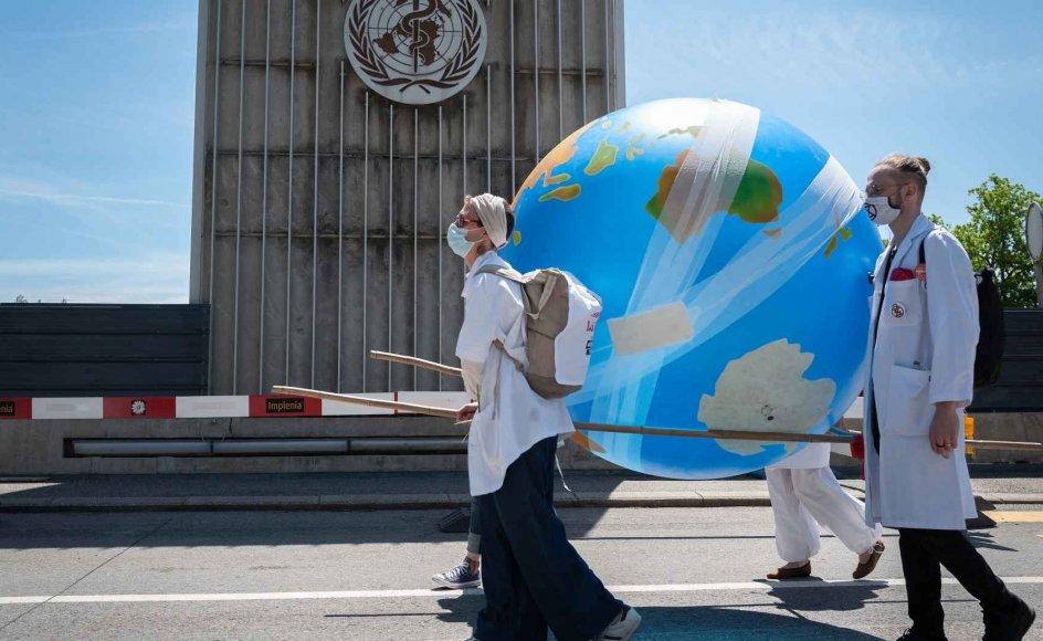 Verdenssundhedsorganisationen, WHO, har mandag besluttet at overveje en række anbefalinger om omfattende reformer i organisationen. Det sker på et tidspunkt, hvor WHO kæmper for at koordinere globale reaktioner på coronaviruspandemien.