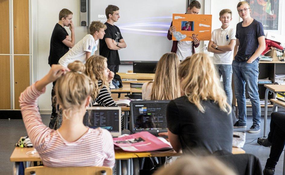 Det er berigende og fremmer åbenhed at lære et nyt sprog såsom tysk, skriver dansklektor Marlene Hastenplug. Her ses tyskundervisning i en 9. klasse.