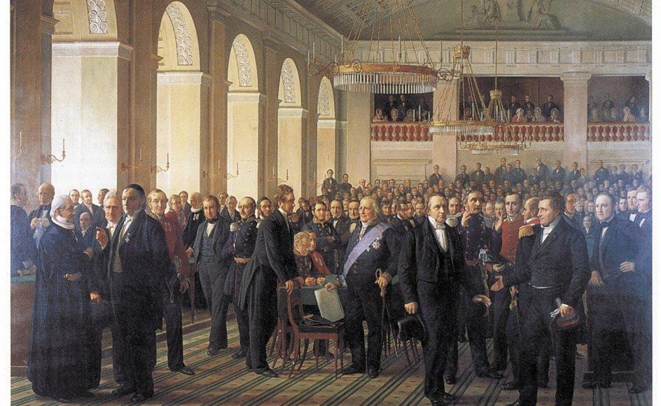 Guldaldermaleren Constantin Hansen (1804-1880) tog sig fuld kunstnerisk frihed til at fylde baggrunden op med repræsentanter fra det danske kunst-, kultur- og åndsliv, der ikke sad i rigsforsamlingen. Ved den højre af de tre søjler i baggrunden har Hansen placeret sig selv, og ved den midterste søjle står billedets opdragsgiver, Alfred Hage. De er omgivet af nogle af tidens betydningsfulde malere, komponister, forfattere og arkitekter. Ved søjlen nærmest vinduet er der sågar blevet plads til en nordmand, den i Danmark meget læste digter Bjørnstjerne Bjørnson. På den måde har Constantin Hansen sørget for at lade åndslivet danne baggrund for det politiske arbejde – måske som en påmindelse om, at det ikke handler om magtstræb alene?