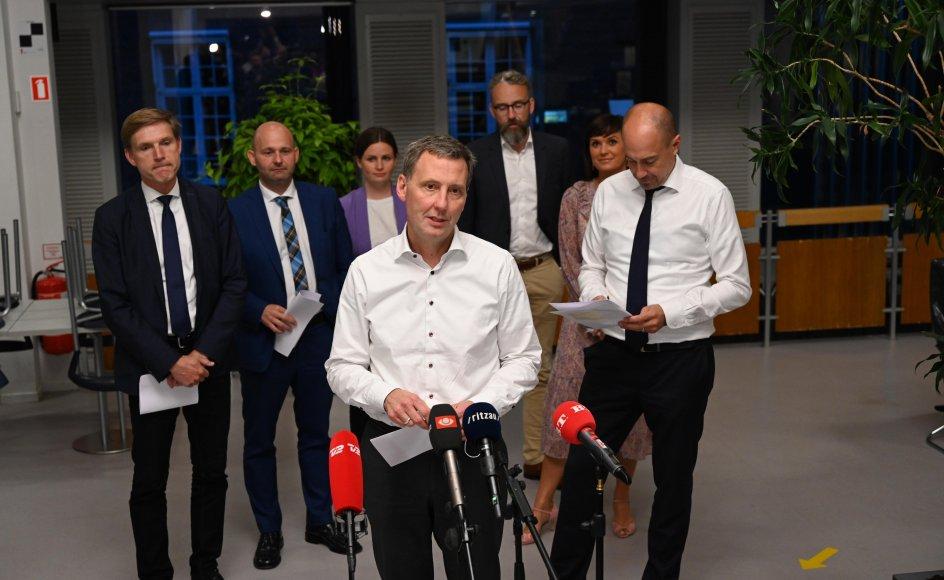 Et flertal af Folketingets partier er blevet enige om en udfasning af coronarestriktionerne henover sommeren.