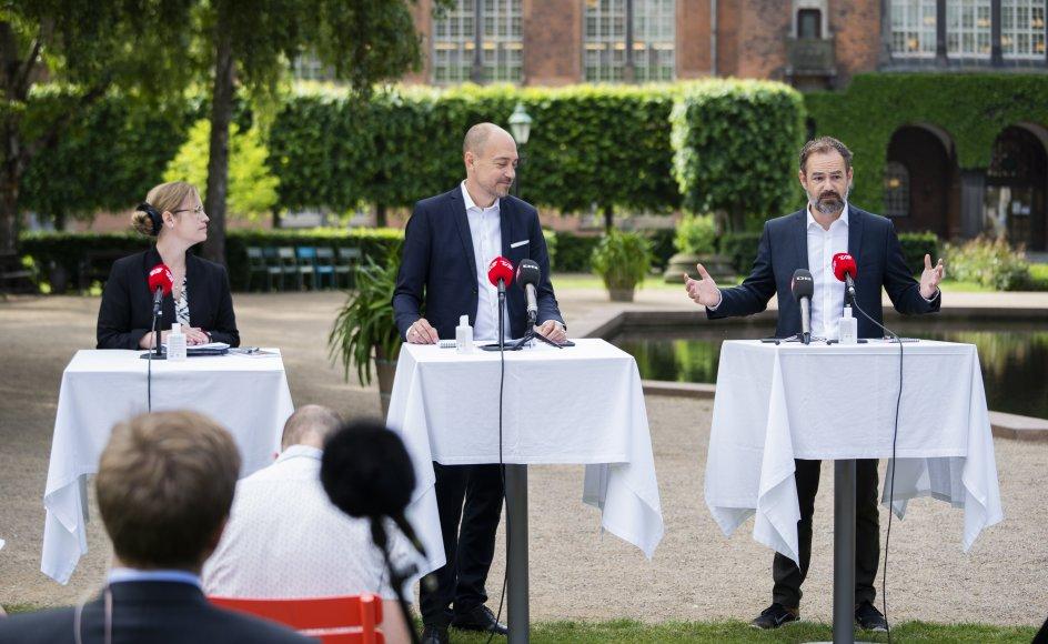 På fredagens pressemøde blev et nyt udspil om sundhedsklynger præsenteret. Professor Jes Søgaard er bekymret for økonomien bag udspillet.