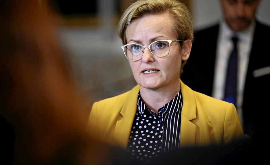 Undervisningsminister Pernille Rosenkrantz-Theil har en religionskritisk fortid, der er formet af hendes baggrund på den yderste venstrefløj, siger cand.pæd. og forhenværende lektor.