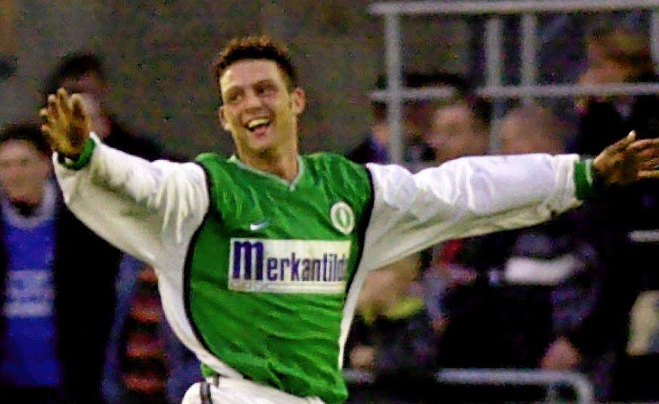Rasmus Green Dandanell scorer for AB i en fodboldkamp i 2000.