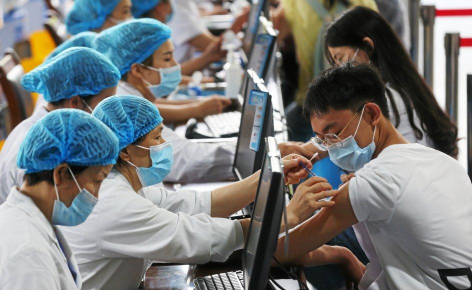 I flere asiatiske lande går det trægt med at få vaccineret befolkningen, omend Kina - her i storbyen Chongqing - har sat turbo på.