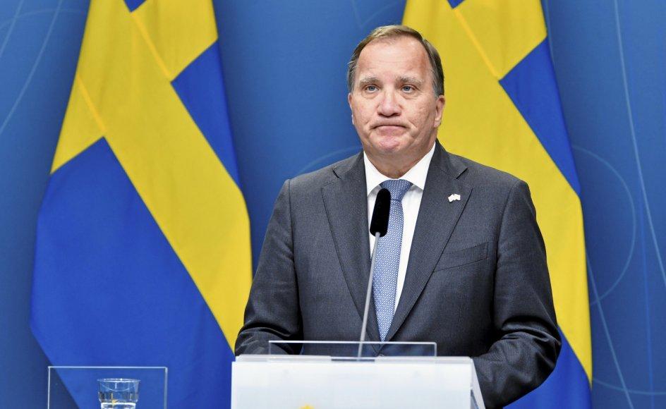 For første gang nogensinde valgte et flertal i det svenske parlament mandag formiddag at udtrykke mistillid til den siddende statsminister.
