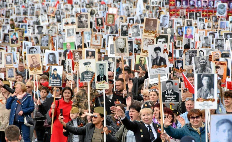 """""""Ingen måtte lide flere ofre i denne krig end det daværende Sovjetunionens folkeslag. Og dog er disse millioner ikke så dybt indprentet i vores kollektive erindring, som deres lidelser – og vores ansvar – kræver det,"""" sagde den tyske forbundspræsident, Frank-Walter Steinmeier, i en tale i fredags i det tysk-russiske museum i Berlin-Karlshorst, hvor han også fremhævede en navngiven sovjetrussisk krigsfanges skæbne."""