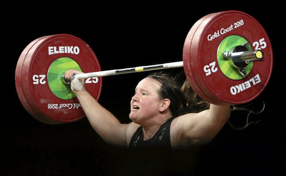 Laurel Hubbard, der blev født som drengen Gavin, er netop blevet udtaget til at repræsentere New Zealand i kvindernes vægtløftning ved De Olympiske Lege i Tokyo i næste måned. En beslutning, som møder kritik fra flere sider.