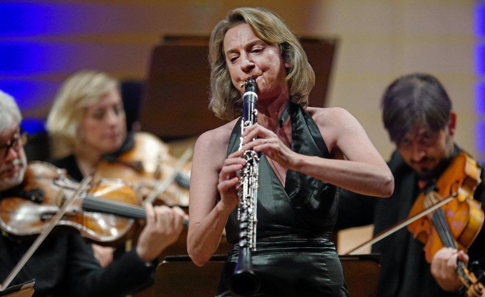 Sabine Meyer ydede Mozarts himmelske klarinetkoncert fuld retfærdighed ved at spille den i smukkeste symbiose med Mozarts ånd. På billedet spiller ses hun til en koncert i Prag.