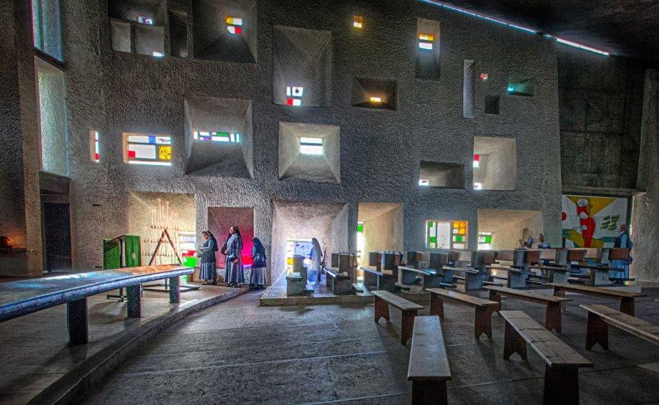 """Dette billede var i 2013 i finalen i fotokonkurrencen """"Med troen på ferie"""". Det viser fillipinske nonner i Le Corbusiers kapel i Frankrig."""