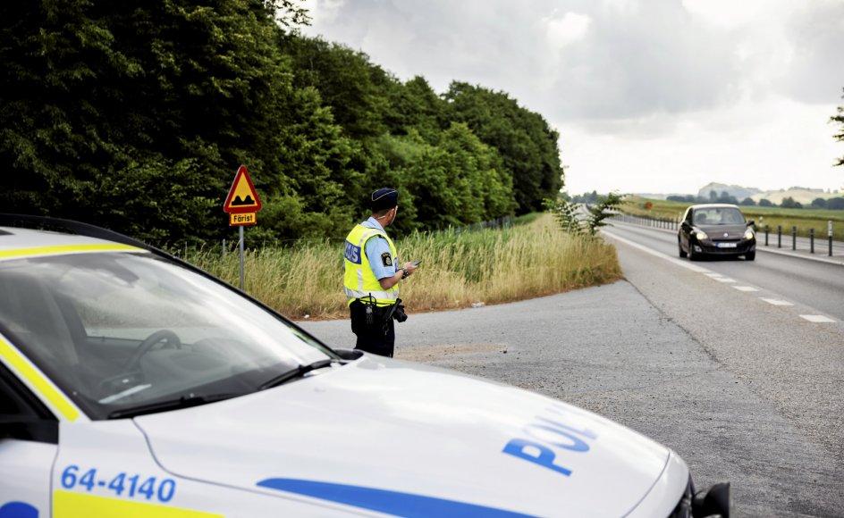 Politiet i Skåne har fået inddraget orlov og ferie for at patruljere på motorvej E65 mellem Malmø og Ystad i håb om at opklare de mystiske stenkast mod danske biler.
