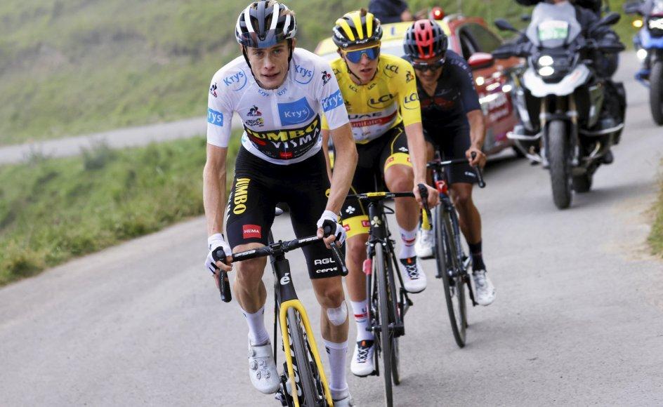 Danske Jonas Vingegaard i hvid trøje har vist imponerende kørsel i årets Tour de France. Aktuelt ligger han på løbets samlede andenplads og er kun overgået af sloveneren Tadej Pogaar i den gule trøje.