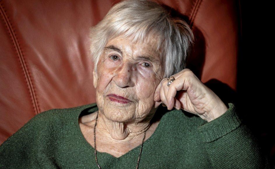 """Lige til det sidste vedblev Esther Bejarano med at deltage i arrangementer og give interviews for at holde mindet om holocaust i live. Som hun sagde til tv-stationen ZDF: """"Vi må aldrig tie og aldrig lade noget lignende ske igen. Aldrig igen!""""."""
