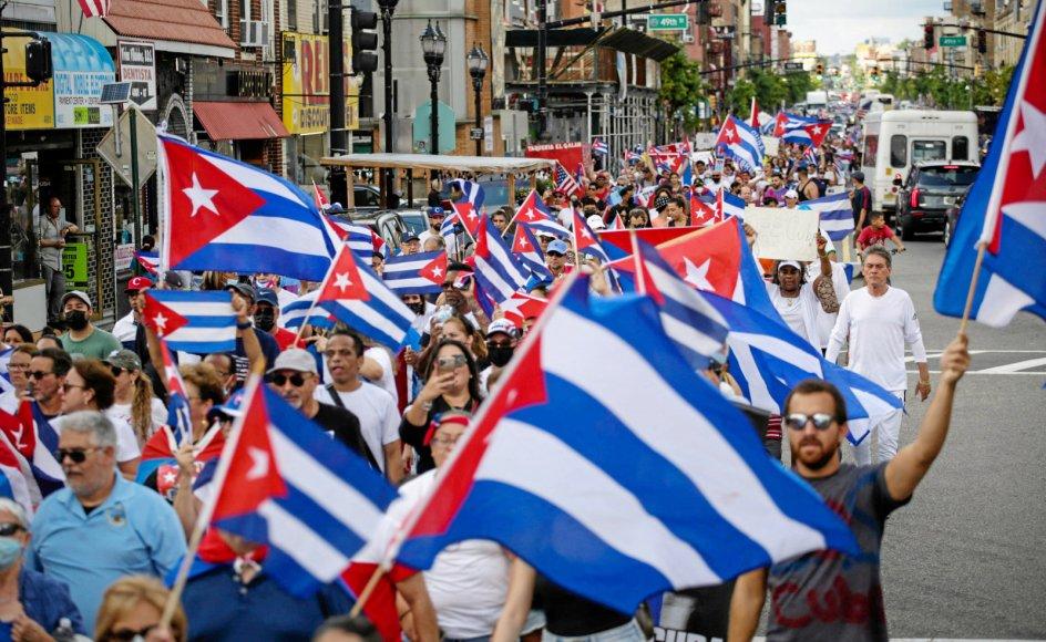 Flere steder i USA, der har et stort cubansk eksilsamfund, har der som her i New Jersey været støttedemonstrationer til de cubanske protester mod regeringen og præsident Miguel Díaz-Canel.