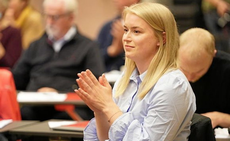 """26-årige Sofie Rosten Løvdahl var på Utøya for 10 år siden. Efter angrebet var hun glad for den opbakning, de overlevende og efterladte mødte. """"Men man kunne godt have forventet, at man på samfundsniveau i højere grad turde snakke om den ekstremisme og racisme, som styrede gerningsmanden,"""" siger hun."""