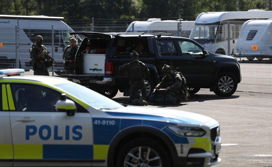 Svensk politis specialstyrker var onsdag talstærkt til stede ved fængslet Hällbyanstalten uden for byen Eskilstuna, hvor et gidseldrama udspillede sig.