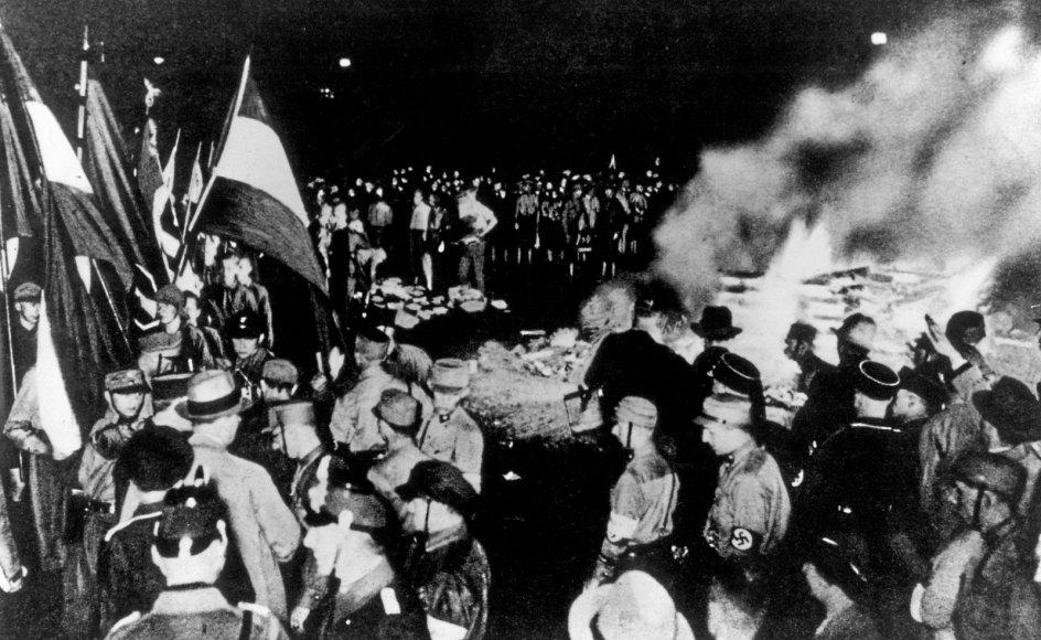 I 1930'ernes Tyskland brændte regimet bøger. I 2020'ernes Kina ser vi det samme, skriver Viggo Fischer.
