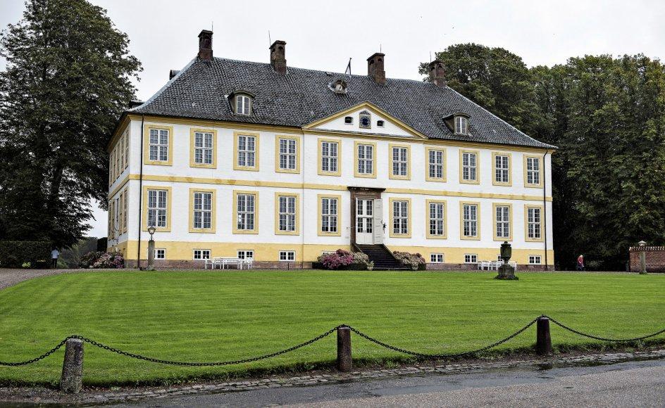 Britta Schall Holberg, der selv bor på det fredede Hagenskov Gods, som ses her, ønsker flere bygninger fredet.