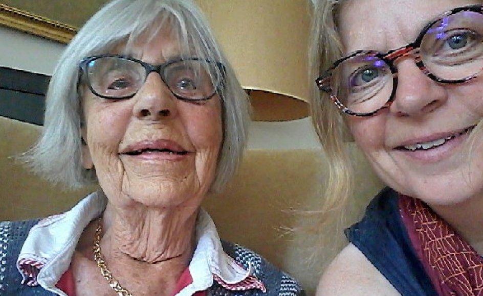 Det var på grund af en blanding af nysgerrighed og tilfældigheder, at Kirsten Rødsgaard-Mathiesen, til højre, endte i New Zealand for 19 år siden. Hver sommer rejser hun til Danmark for at se sin mor.– Privatfoto.