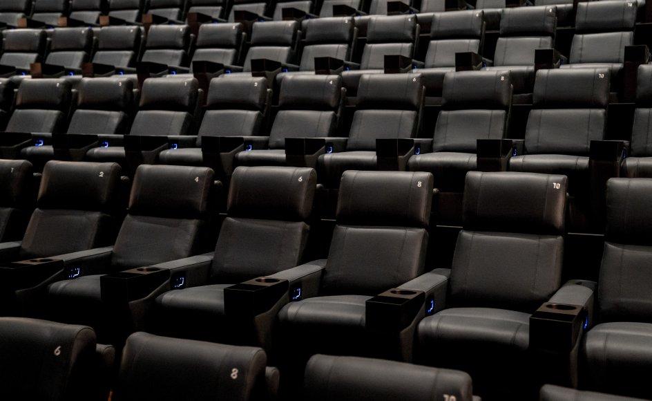 Fra søndag ophæves coronapas for biografer med færre end 500 tilskuere, men der er fortsat krav om areal og afstand i salene. Det vil Danske Biografer have fjernet før tid, så biograferne kan få en bedre august måned. (Arkivfoto)