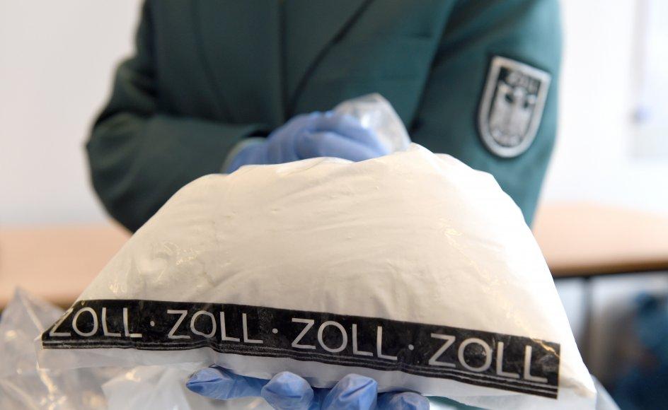 Gemt i en container på vej til Danmark fandt tolderne i Bremerhaven i Tyskland mere end 300 kilo kokain. Nu er 12 mænd tiltalt for forsøg på at smugle den enorme mængde narko ind i landet. (Arkivfoto).