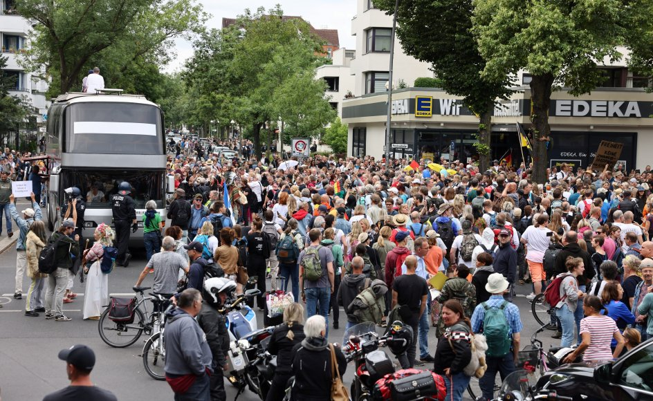 Flere personer er anholdt under demonstrationerne i Berlin, hvor hundredvis har deltaget.