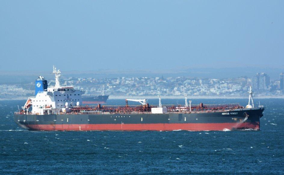 """USA og Storbritannien beskylder Iran for at have udført et angreb mod tankskibet """"Mercer Street"""" (billedet) i sidste uge, hvorunder to besætningsmedlemmer mistede livet. Iran afviser beskyldningerne. (Arkivfoto)"""