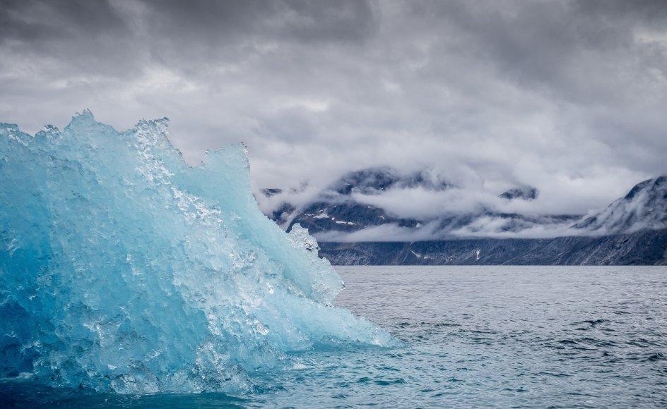 En forskningsekspedition drager mandag 9. august ud i grønlandsk hav for at undersøge vandstrømmene. Her et isbjerg, der smelter. (Arkivfoto)