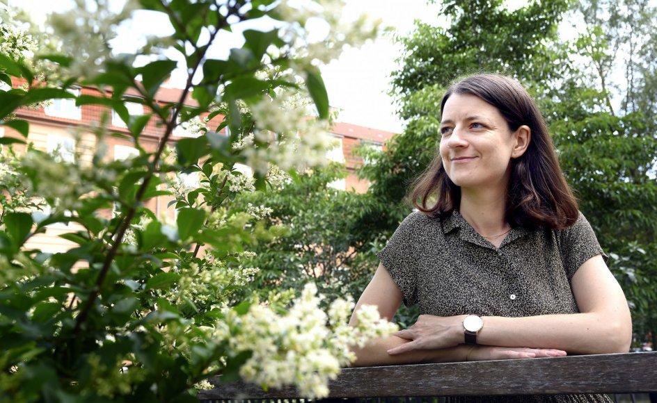 Julie Sten-Knudsens forfatterskab er blandt andet inspireret af de to danske forfattere Inger Christensen og Henrik Nordbrandt, der begge først og fremmest er kendt for deres lyrik.