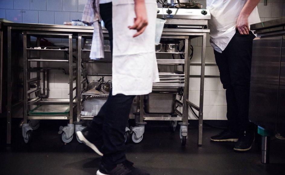 Usikre ansættelser er især udbredt i hotel- og restaurationsbranchen, hvor mange tjenere, køkkenmedhjælpere, rengøringsfolk og andet serveringspersonale arbejder på nul-timers-kontrakter, viser undersøgelsen fra Cevea. (Arkivfoto)