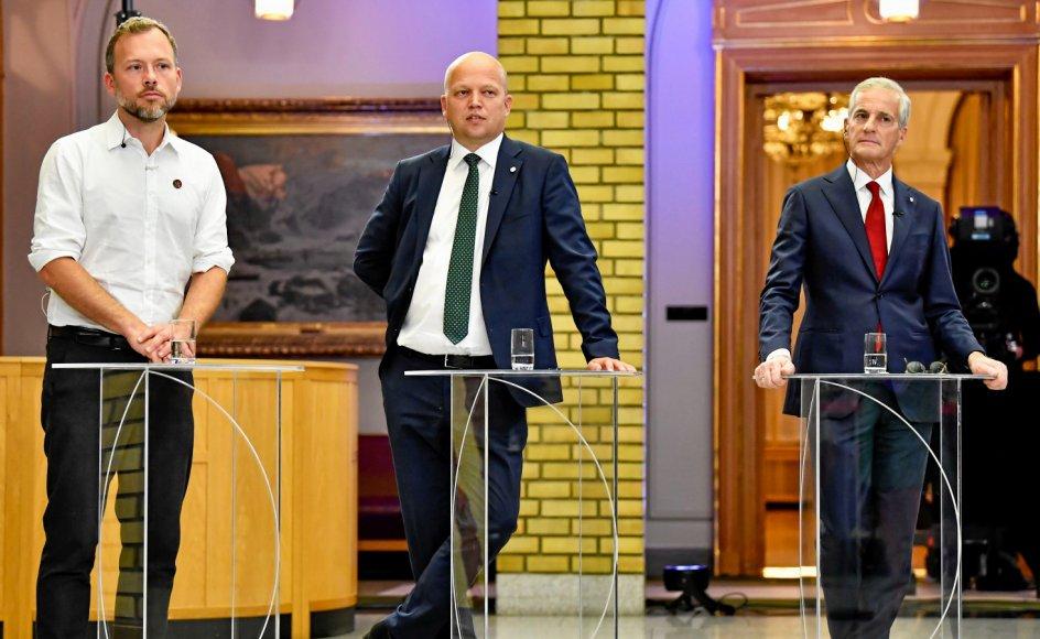 Den rødgrønne blok fik flertal ved mandagens norske Stortingsvalg. Står det til Arbejderpartiets Jonas Gahr Støre (th), bliver han nu leder af en regering med deltagelse af både Socialistisk Venstrepartis Audun Lysbakken (tv.) og Centerpartiets Trygve Ved