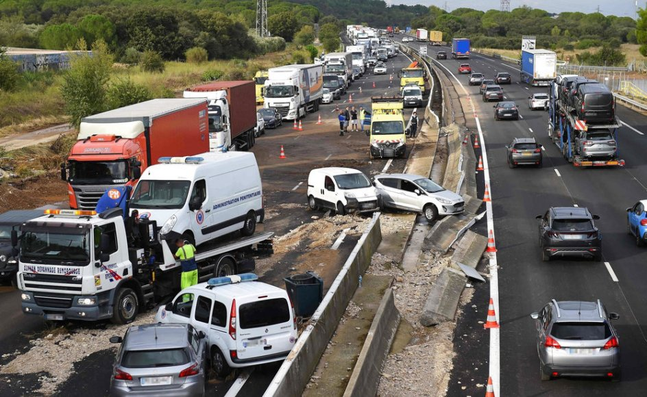 Uvejr i det sydlige Frankrig har medført flere trafikuheld på motorvejen mellem byerne Nimes og Montpellier.