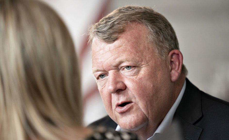 Lars Løkke Rasmussen har hidtil kunnet bevæge sig under radaren med sit nye politiske parti, Moderaterne, men nu skylder han svar på mange spørgsmål, mener politisk kommentator Hans Engell. (Arkivfoto).