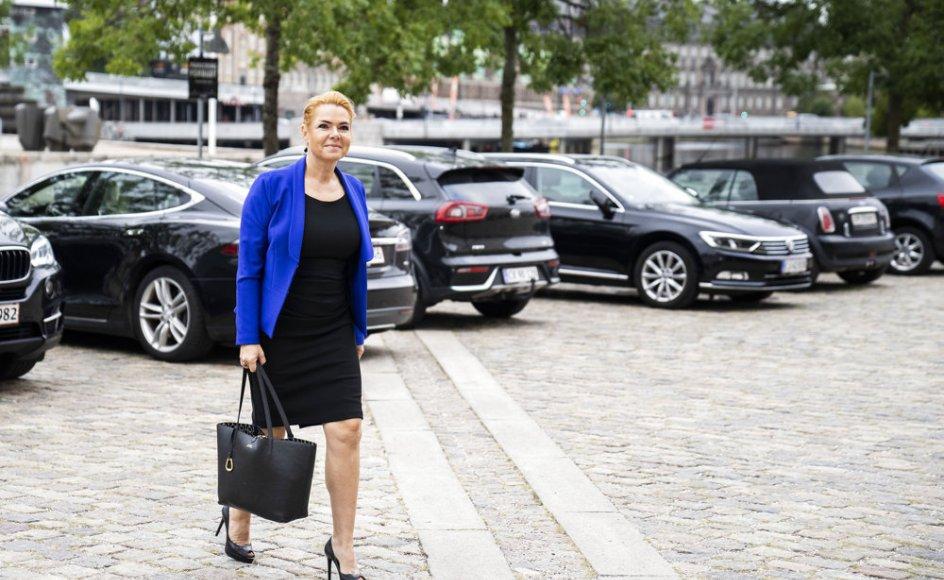 Inger Støjberg er tiltalt for at have givet og fastholdt en ulovlig instruks om at adskille alle mindreårige asylpar uden undtagelser. Ordningen førte til frustration i Udlændingestyrelsen, som ikke vidste, hvordan den skulle udføres i praksis.