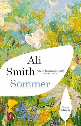 """Ali Smith er født i 1962 i Skotland og hædret med en lang række priser og oversat til over 40 sprog. Om den nye roman skrev avisen The Boston Globe: """"Sublimt... ingen forfatter har beskrevet vores tids særlige sørgelige oplyste vanvid bedre."""""""