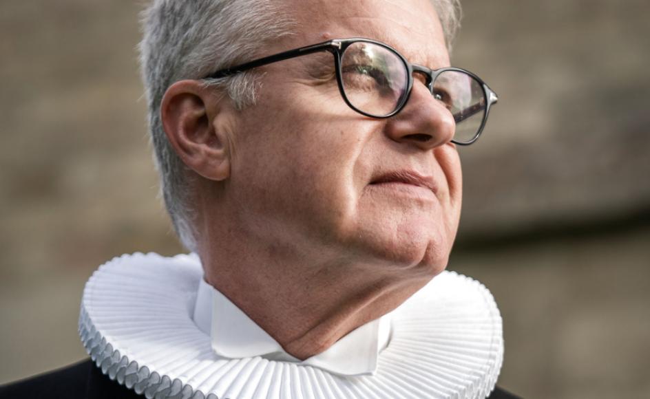 Biskop Peter Birch har i denne uge meddelt Helsingør Sogn, at Bjarne Henneman ikke var valgbar og skal udtræde med øjeblikkelig virkning.