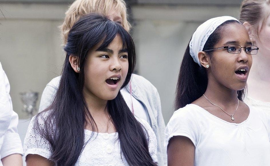 Flere undersøgelser har i de seneste år vist, at pædagoger i stigende grad er blufærdige over at skulle synge for og med børnene, og det samme gør sig gældende med de lærere, som ikke har musik som linjefag. (arkivfoto)