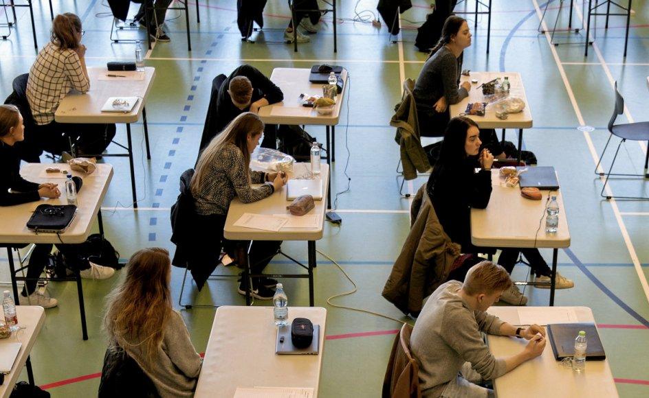 Fra den dag, man begynder i gymnasiet, er der fokus på eksamen og karakterer. Gymnasiet bør i stedet være et sted, hvor eleverne kan snuse til forskellige ting og lære med gåpåmod og nysgerrighed, mener Emilie Birk Juhler.