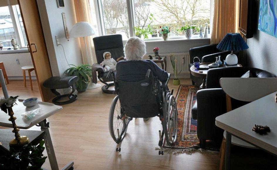 Ensomheden vokser blandt de ældre. En tredjedel af landets plejehjemsbeboere får kun besøg en enkelt gang om måneden.