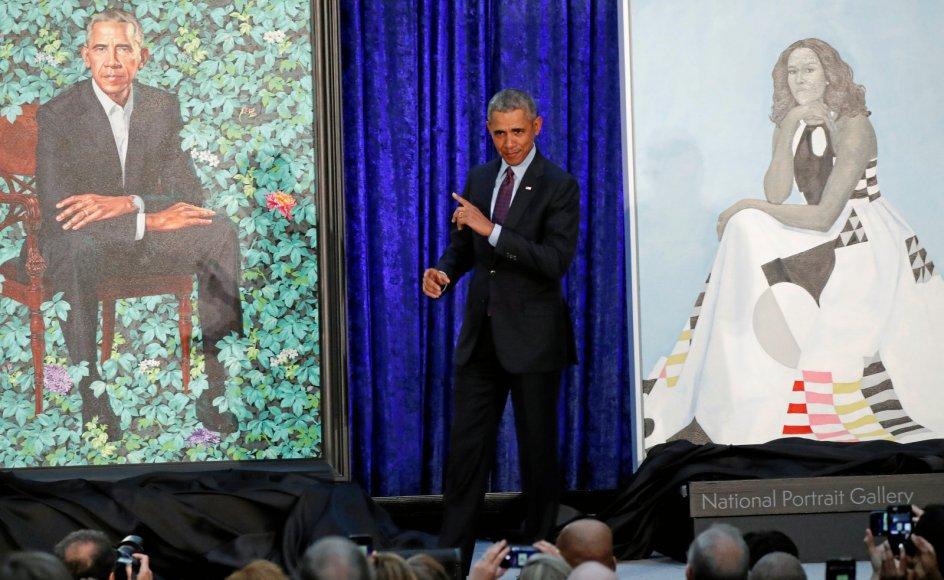 Tidligere præsident Barack Obama, der i dag fylder 60 år, var i hopla, da han for tre år siden kunne afsløre sit officielle portræt af maleren Kehinde Wiley på USA's nationale portrætgalleri på Smithsonian-museet i forbundshovedstaden Washington.